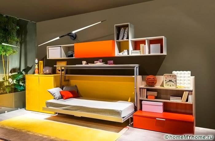 Откидная кровать занимает минимум площади