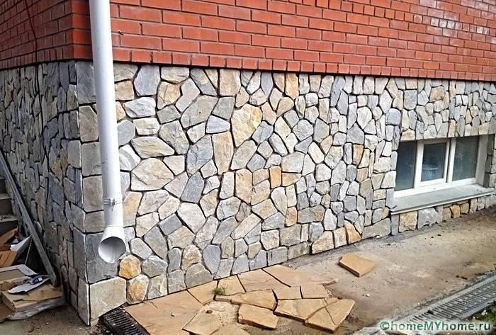 Использование камня для облицовки цокольного этажа