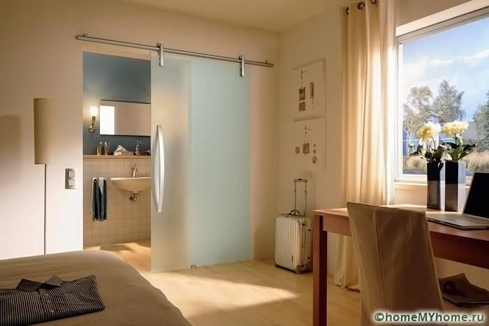 Легкие конструкции могут использоваться для отделения ванной комнаты