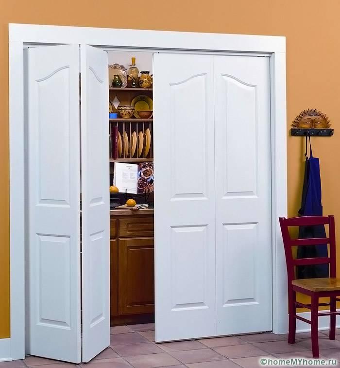 Традиционная дверь из древесины