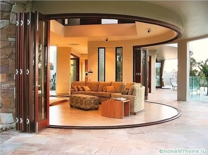 Двери с конструкцией гармошка подходят не только для стандартных дверных проемов