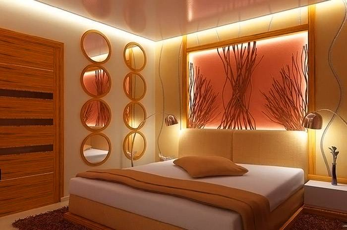 Парящие потолки подходят для создания уютной атмосферы в спальне