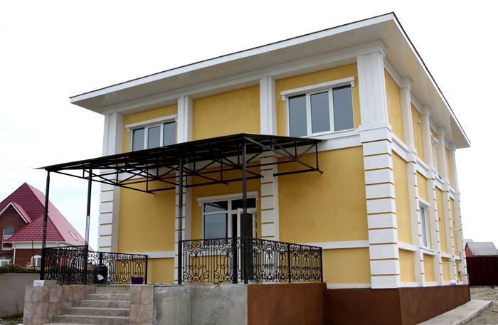 Красивый дом, из бетонных панелей