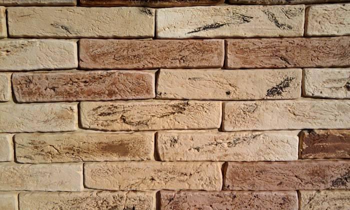 Стена из гипсового кирпича