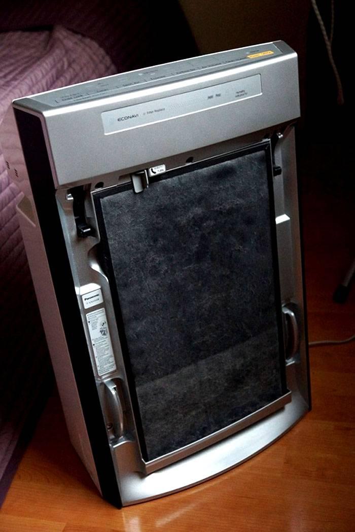 Собранную «комплексом» пыль периодически выбрасывают в мусор вместе с фильтром