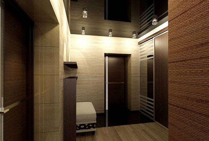 Освещение коридора: натяжной потолок на фото с идеальной «зеркальной поверхностью».