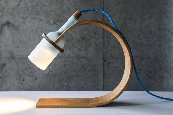Оригинальный дизайнерский вариант настольного осветительного прибора для рабочего стола