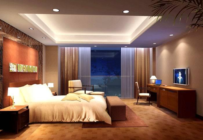 Светильники установлены в спальне по периметру потолка