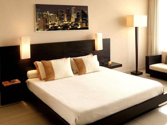 Картина над кроватью – это современный пленочный обогреватель. Он больше похож на уместное украшение интерьера, чем на функциональное техническое устройство