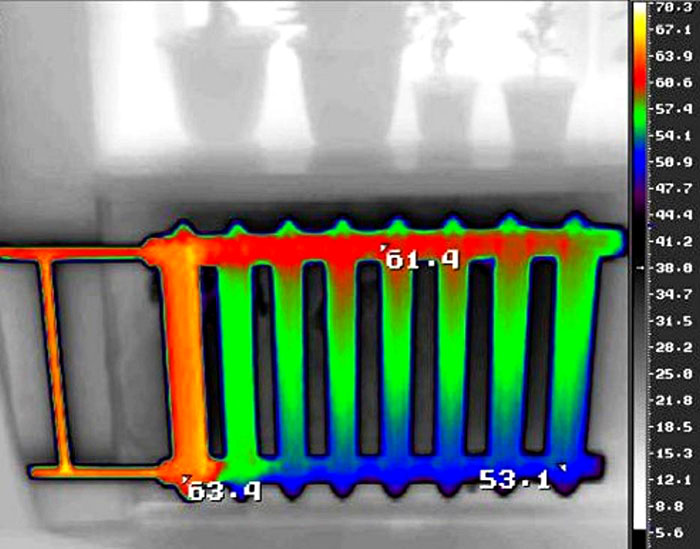 Синий цвет на схеме свидетельствует о «завоздушнивании» радиатора