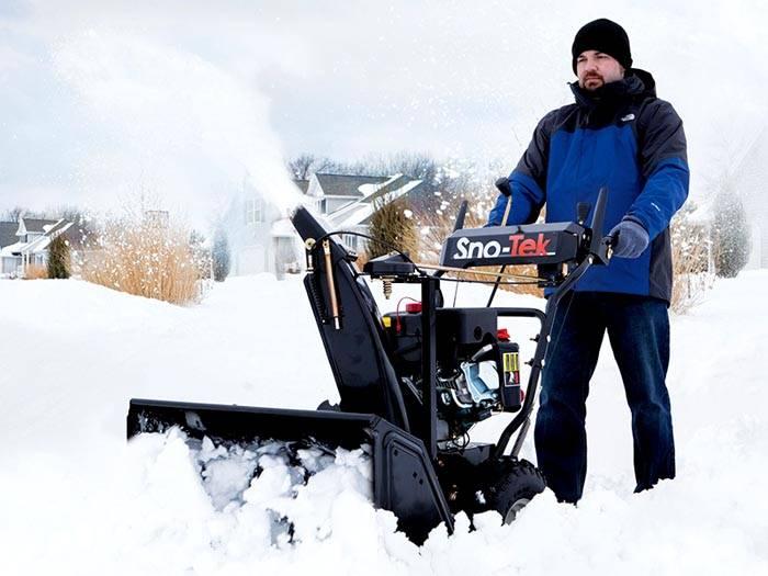 С помощью технических средств даже большой участок зимой очистить не сложно
