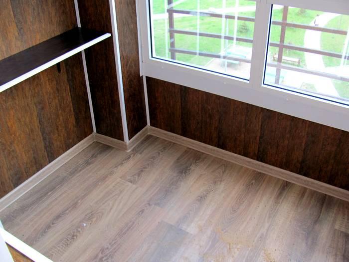 Вариант обшивки балкона используется в качестве утепления помещения