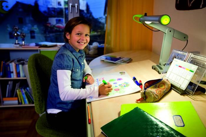 Выбор настольной лампы для рабочего стола школьника особенно важен