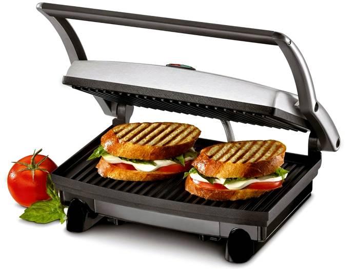 Небольшой гриль в считаные минуты приготовит горячие бутерброды