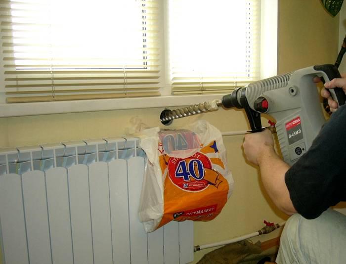 Для установки прибора потребуется пробурить стену