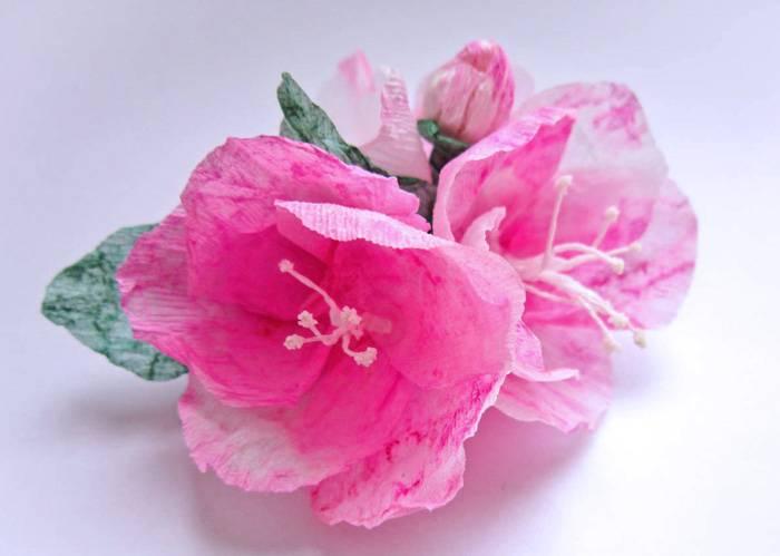 Этот цветок будет хорошо смотреться не только в букете, но и как украшение для волос или брошь