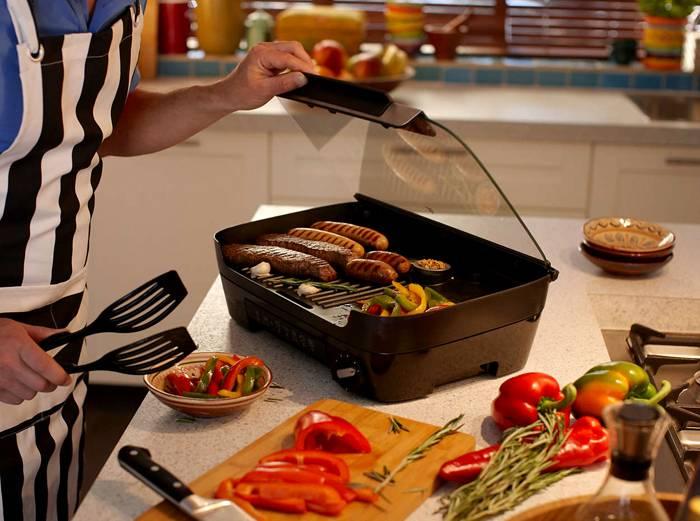 В этом электроприборе можно запекать мясо, овощи и рыбу