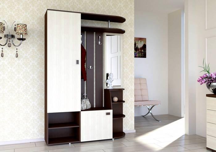 В коридоре лучше отдать предпочтение небольшому, но закрытому шкафчику