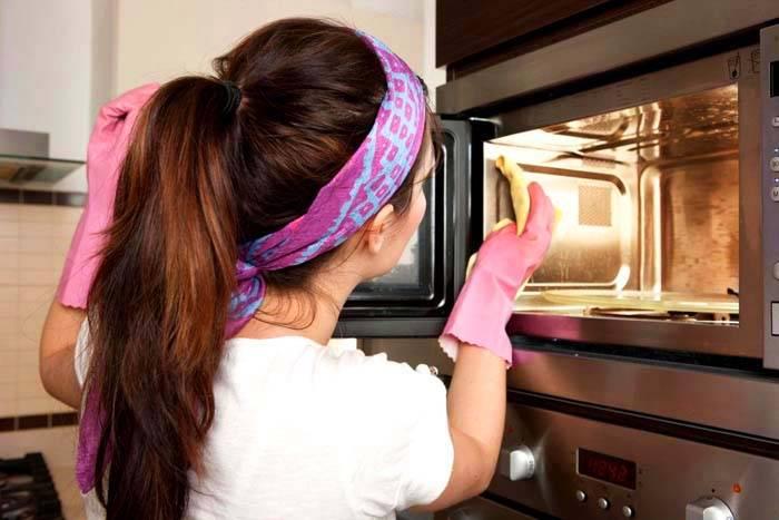 Такие устройства трудно мыть и радость от приготовления вкусной и полезной пищи омрачается бесконечным процессом мытья прибора