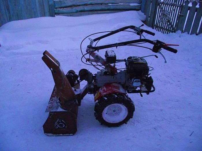 Другой вариант самодельного помощника для уборки от зимних осадков