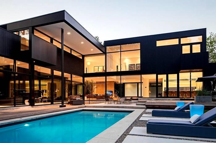 Красивый домик в современном стиле новых технологий