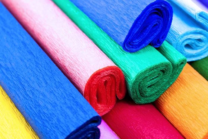 На ощупь жатая бумага очень мягкая и работа с ней совершенно безопасна