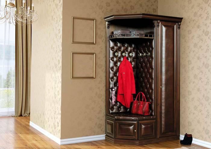 Шкаф в прихожей может быть совсем небольшим