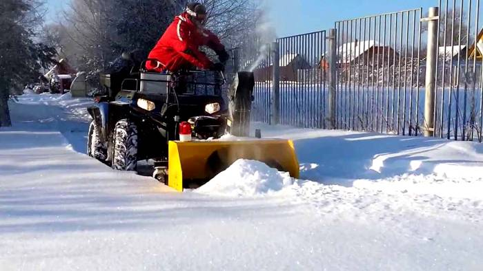 Уборка большой территории от снега