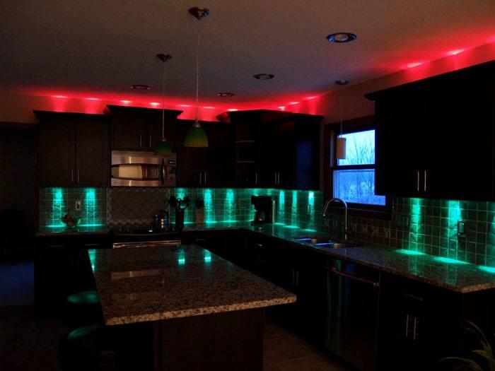 Цветное освещение на кухне