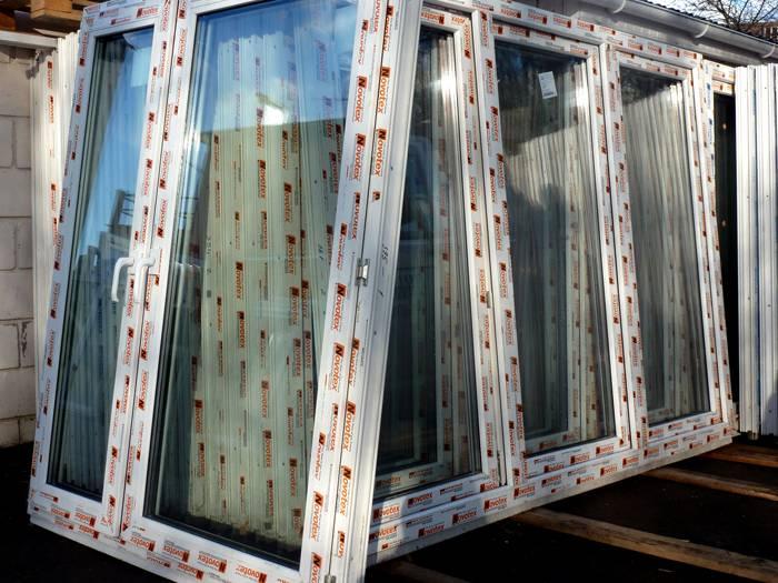 Обычно фирмы, производящие стеклопакеты, привозят окна в сборе