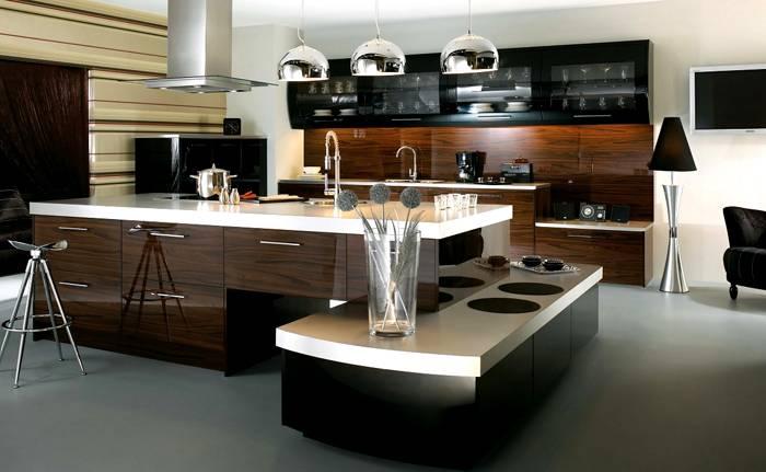 Кухню современную (дизайн и интерьер фото стиля «хай-тек») оснащают соответствующим оборудованием
