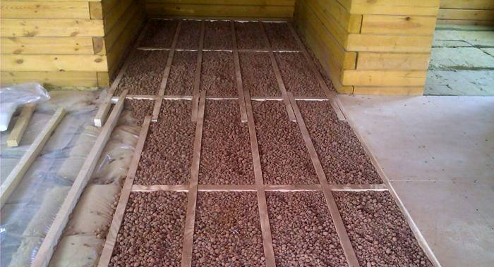 Использовать сухую стяжку можно не только на бетонных полах, но и на полах с лагами