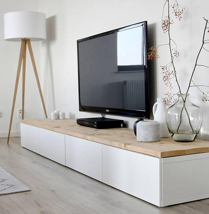 При создании мебели под телевизор в современном стиле часто используют минимализм