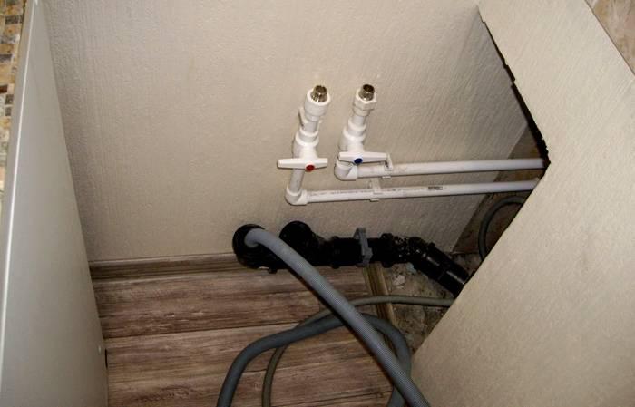 Оборудованный трубопровод и канализационная конструкция
