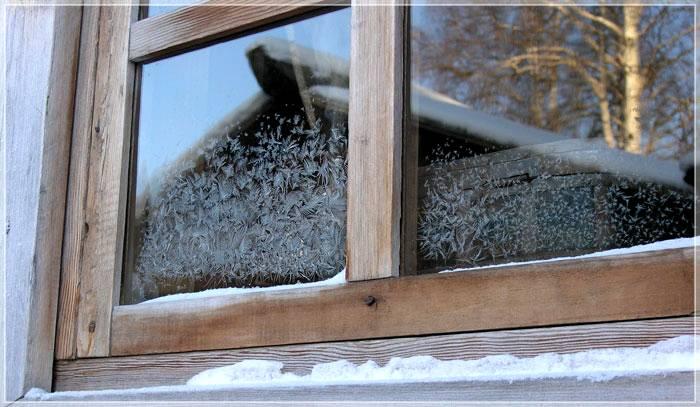 Избавиться от узоров на окне поможет обычная пленка