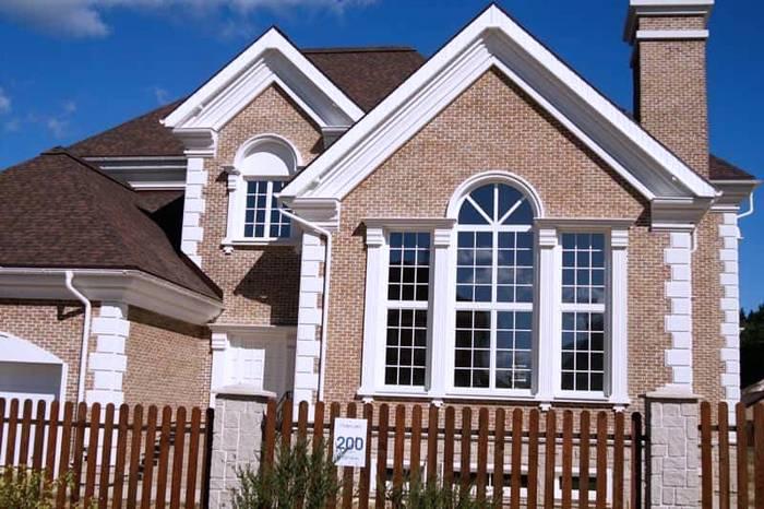 Сложный фасад дома