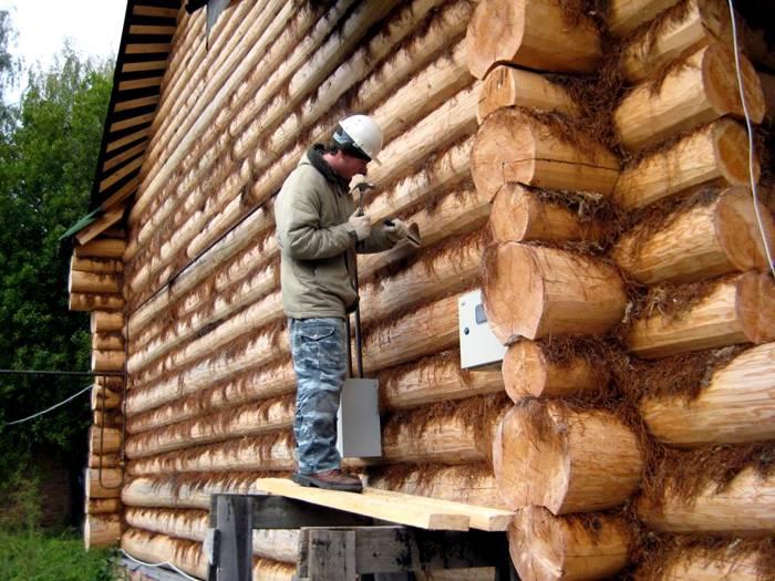 Плитную минеральную вату использовать для наружных стен значительно удобнее, чем рулонную