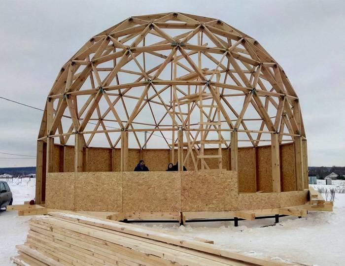 Возведение каркасной купольной конструкции на свайном фундаменте