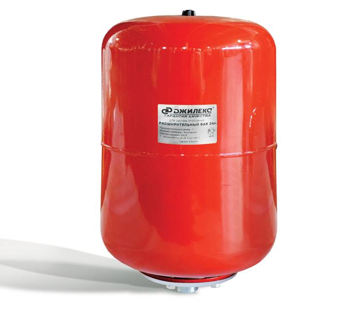 Преимущественно в красный цвет окрашены расширительные баки для системы обогрева, в голубой ─ для водоснабжения