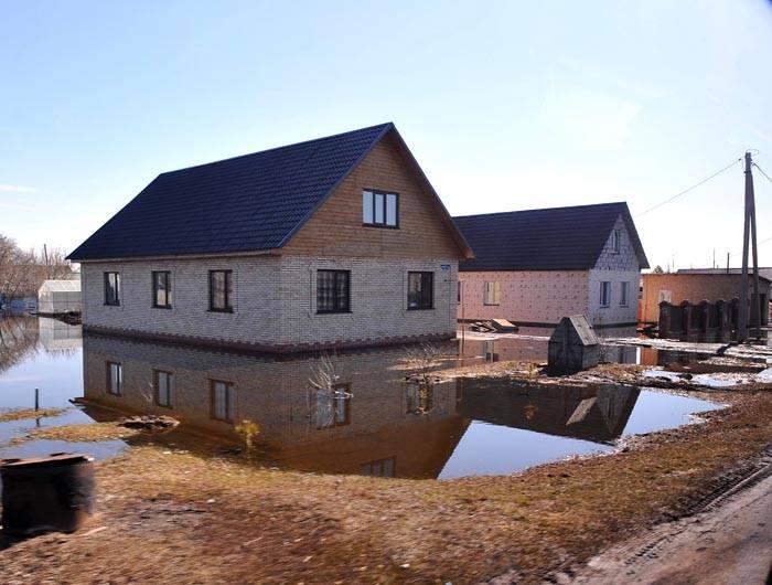 Не стоит возводить фундамент в местности, где происходит сезонное затопление во время паводка