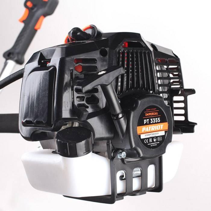 Мощный мотор позволяет использовать конструкцию на сильно заросших участках с высокой порослью