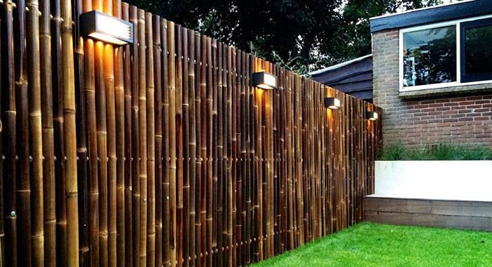 Производители предлагают на выбор готовые секции из бамбука и даже рулонный материал, который можно использовать для ограждений и оформления интерьера
