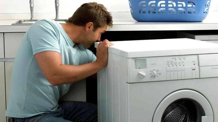 Если вы не знаете, как подключить раковину и стиралку, пригласите специалиста