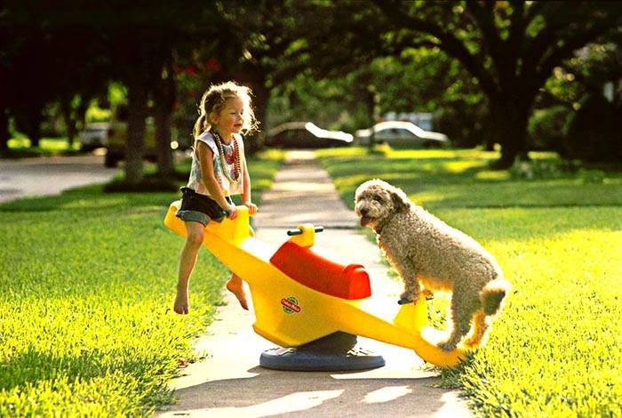 Уличные качели для малышей балансирного типа