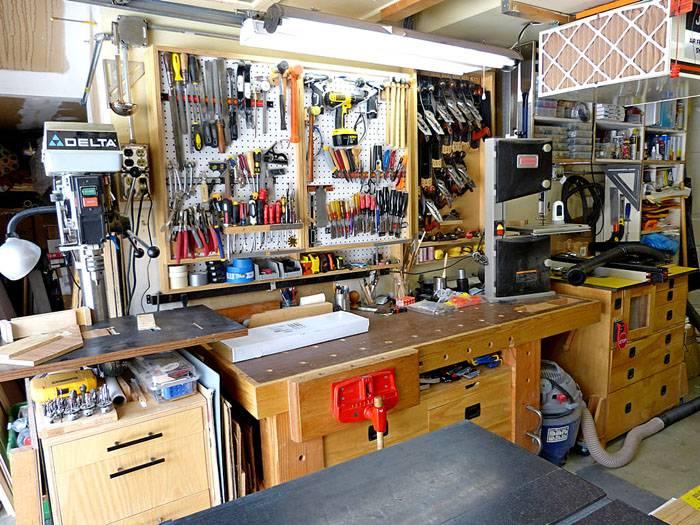 Компактную мастерскую можно обустроить в гаражном помещении
