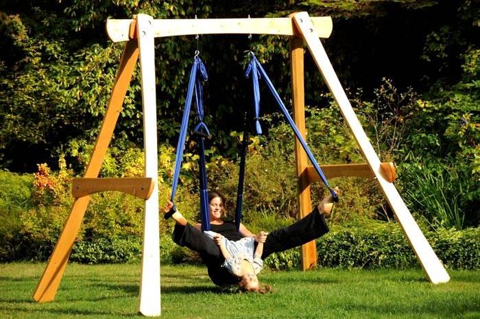 Надежные уличные качели для детей и взрослыхможно использовать в качестве спортивного тренажера