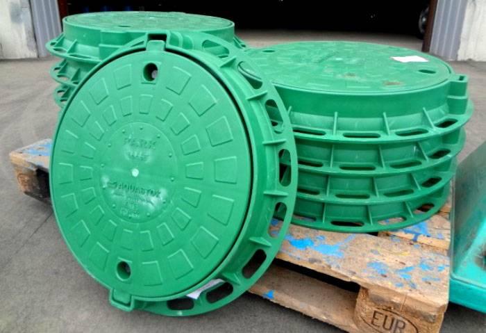 Пластиковые люки могут комплектоваться специальными замками