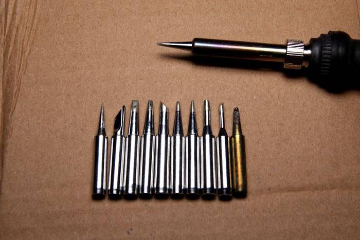 Для аккуратного выполнения отдельных операций могут понадобиться разные инструменты. Их можно приобретать (создавать самому) позднее, по мере освоения рабочих операций