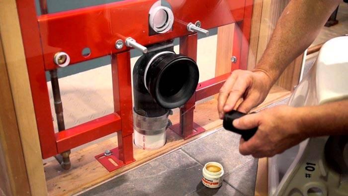 В местах стыков используйте силиконовый герметик
