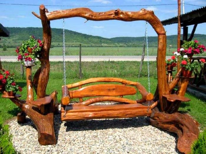 «Заготовки» для сиденья и других частей этой конструкции создала сама природа. Своими руками мастер создал нужные размеры, выполнил сборку